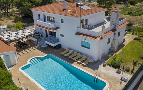 SPACIOUS 6 BEDROOM VILLA IN QUIET AREA