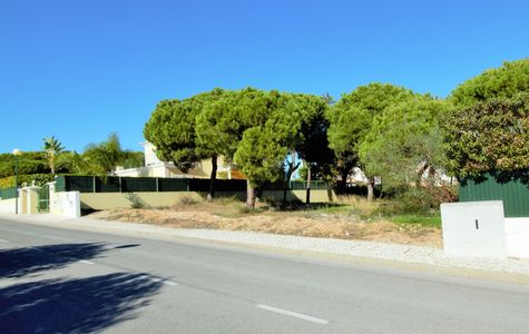 BUILDING PLOT NEAR THE BEACH AND VALE DO LOBO