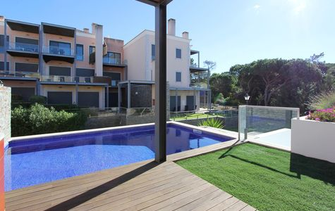 CONTEMPORARY 2 BED LINKED-VILLA WITH POOL