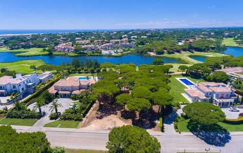 PRIVILEGED BUILDING PLOT IN QUINTA DO LAGO