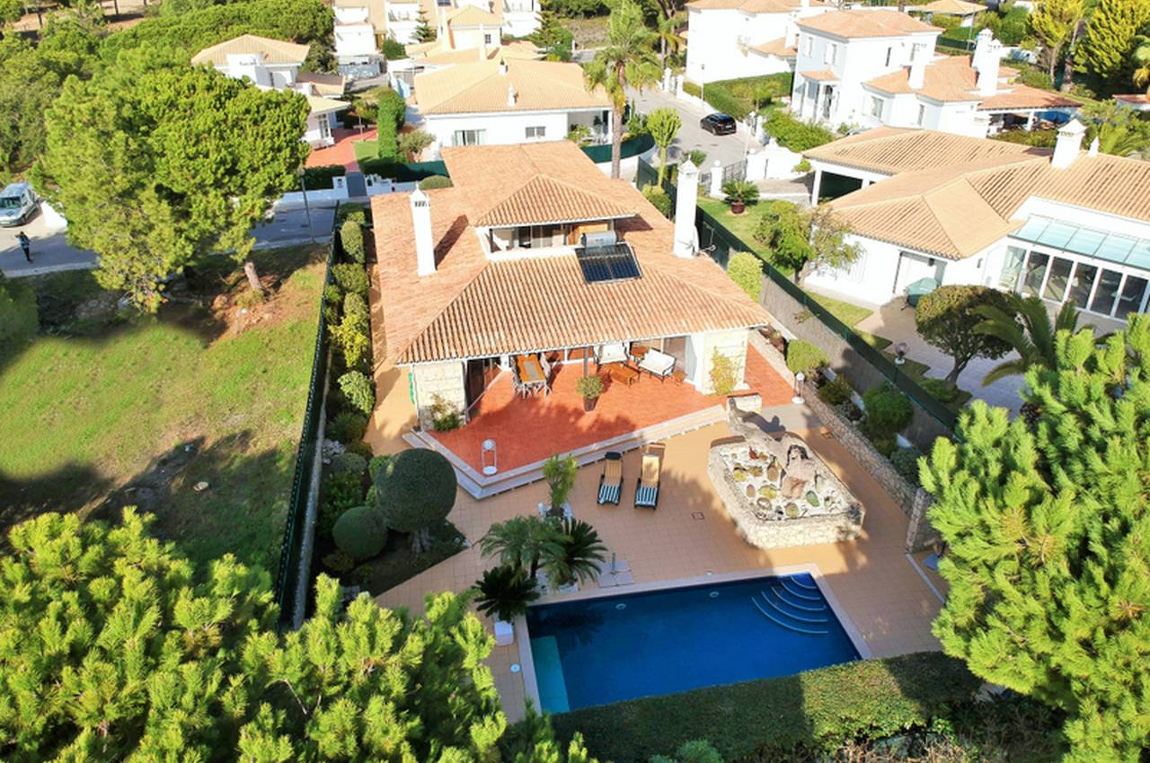 SPACIOUS 3 BEDROOM FAMILY VILLA NEAR THE BEACH