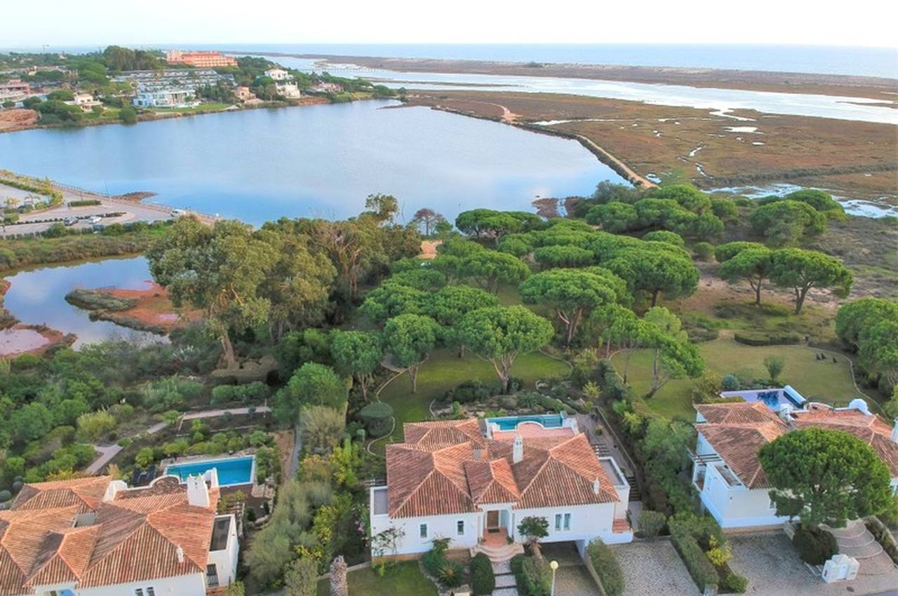 BEAUTIFUL 2 BEDROOM VILLA WITH LAKE VIEW