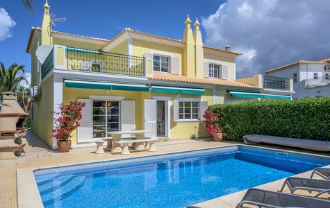 SPACIOUS 4 BED LINKED VILLA BETWEEN VALE DO LOBO AND QUINTA DO LAGO