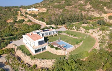 MODERN 5 BEDROOM VILLA WITH DISTANT SEA VIEWS