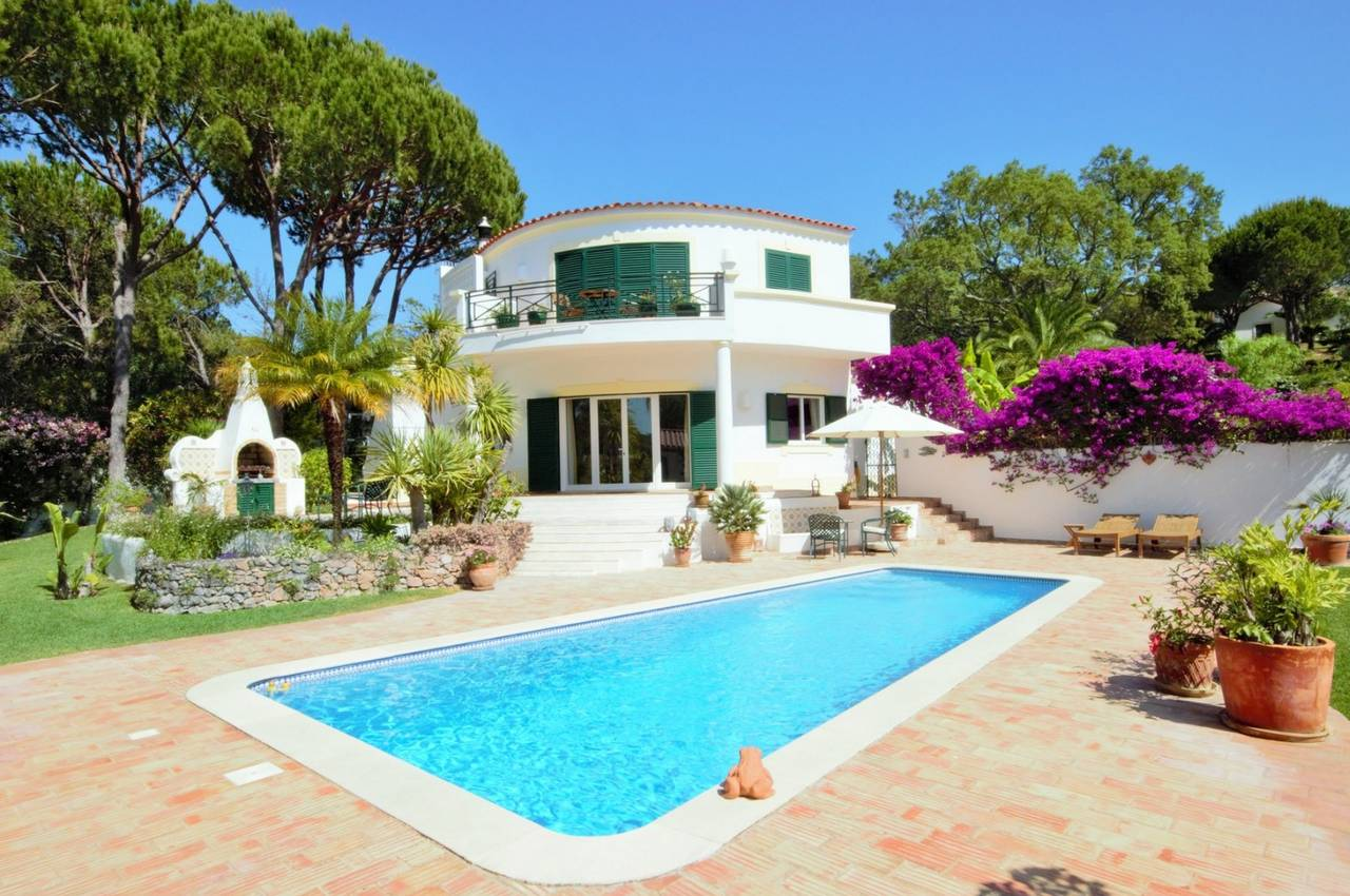 TRADITIONAL 3 BEDROOM VILLA IN QUIET AREA NEAR VALE DO LOBO