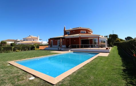 CHARMING 4 BEDROOM VILLA IN VILA SOL