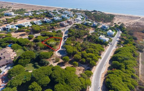 PLOT WALKING DISTANCE TO THE BEACH