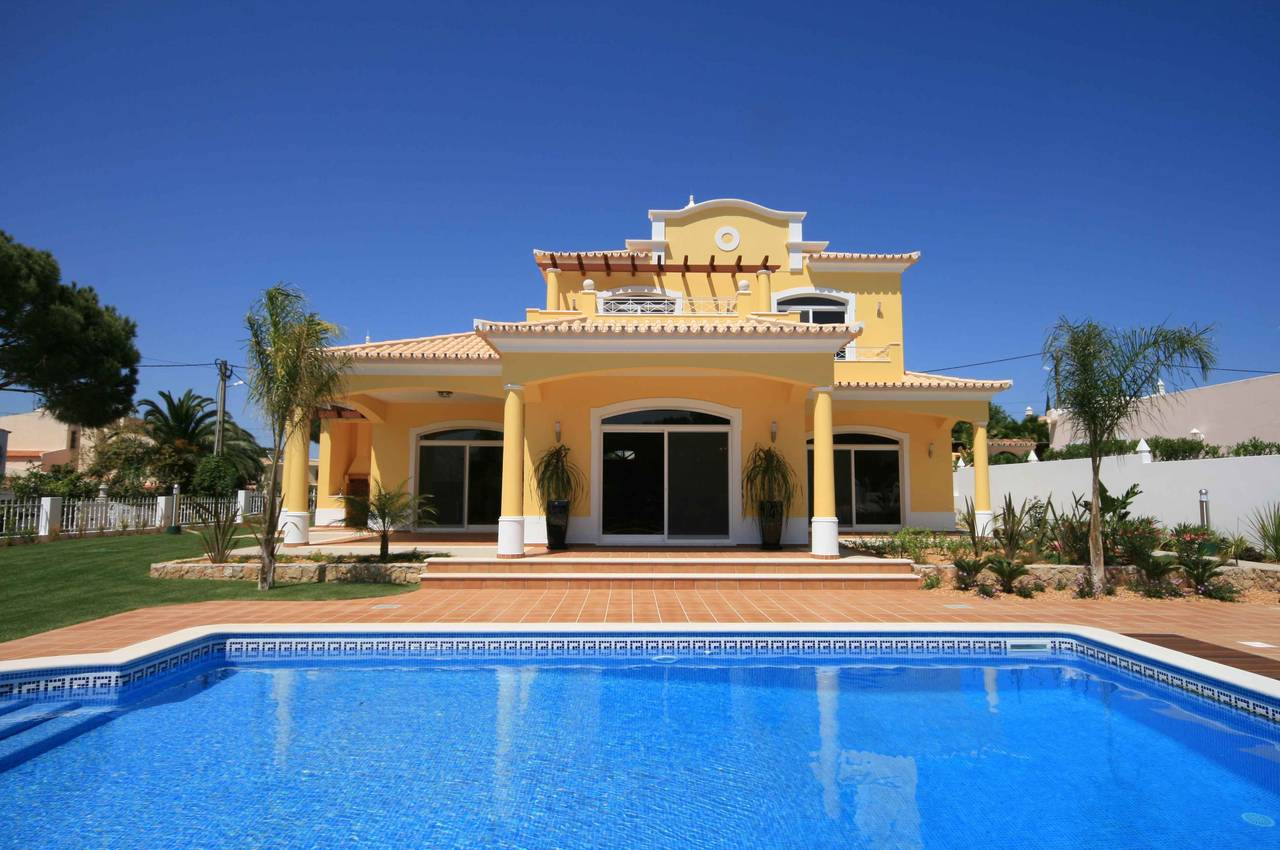 TRADITIONAL 3 BEDROOM VILLA IN A QUIET AREA
