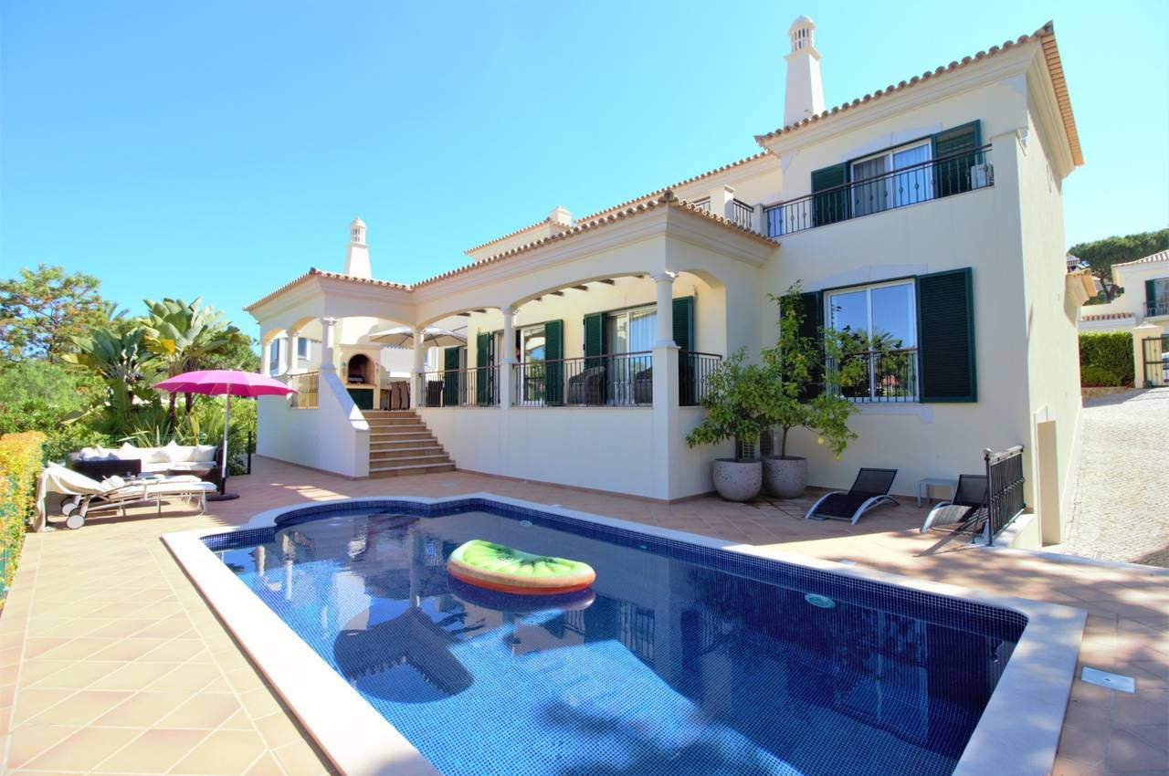 LOVELY 5 BED VILLA IN THE HEART OF DUNAS DOURADAS