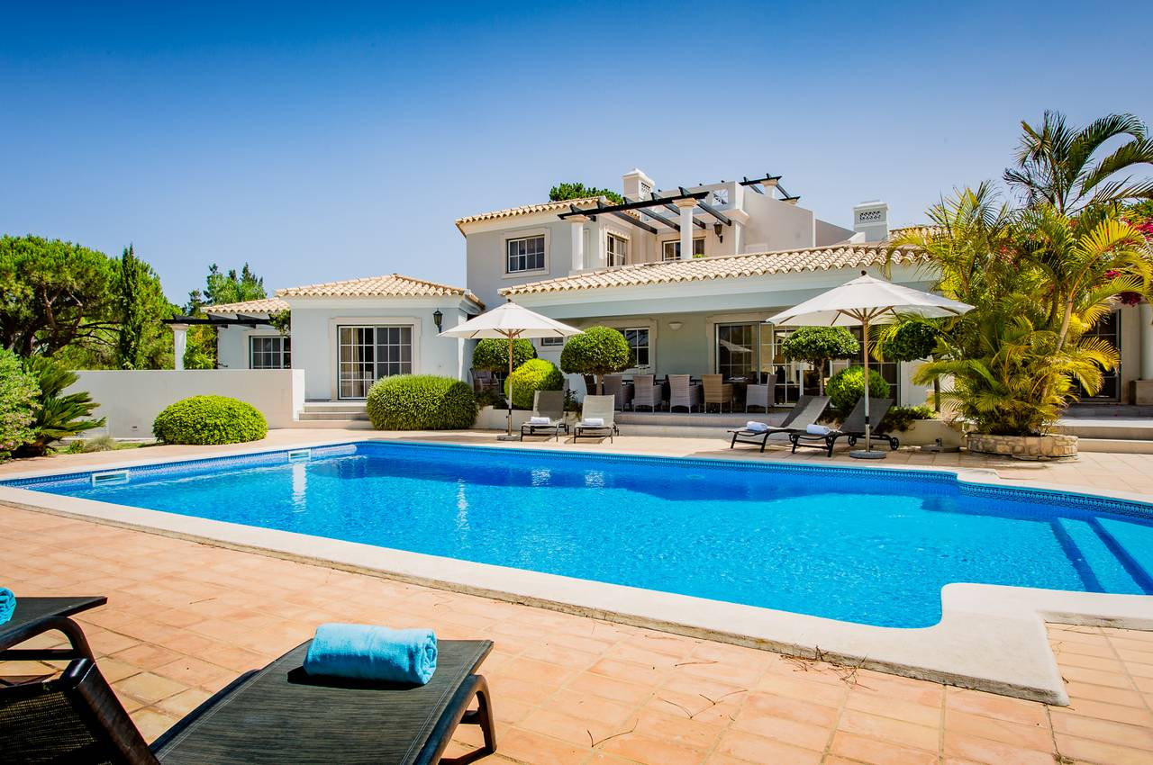 CLASSICAL AND SPACIOUS 7 BEDROOM VILLA IN QUINTA DO LAGO