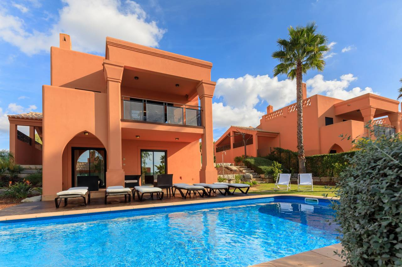 AMENDOEIRA GOLF RESORT 3 BED VILLAS WITH POOL