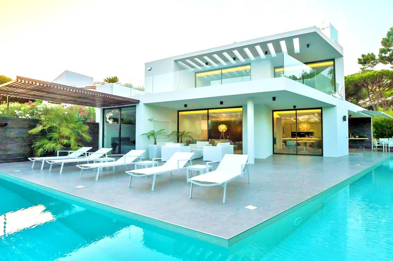 EXTRAORDINARY 4 BEDROOM VILLA IN VALE DO LOBO