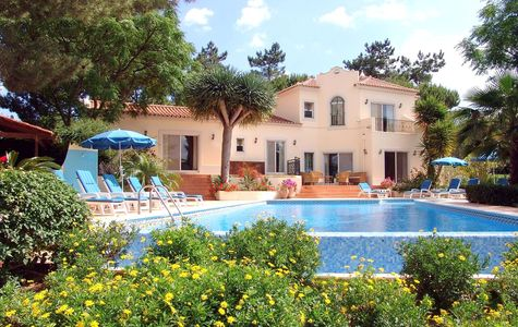 TRADITIONAL 5 BEDROOM VILLA IN QUIET AREA NEAR QUINTA DO LAGO