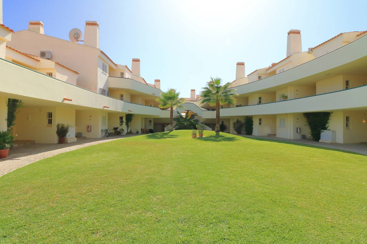 SUNNY 3 BEDROOM APARTMENT IN JARDINS DO GOLFE