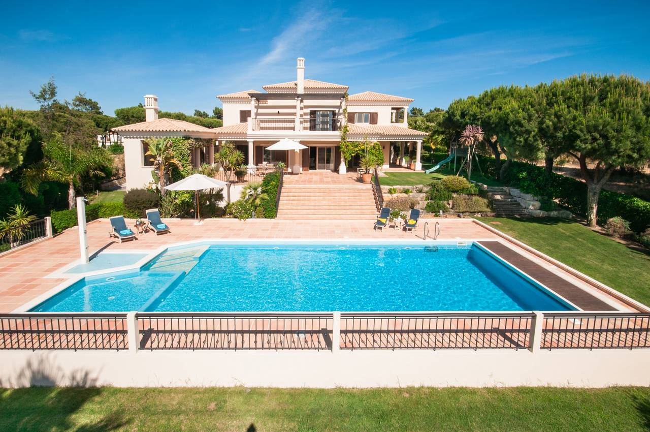 STUNNING 4 BED VILLA WITH GOLF AND LAKE VIEWS