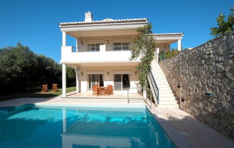 SPACIOUS 5 BEDROOM VILLA IN PICTURESQUE VILLAGE