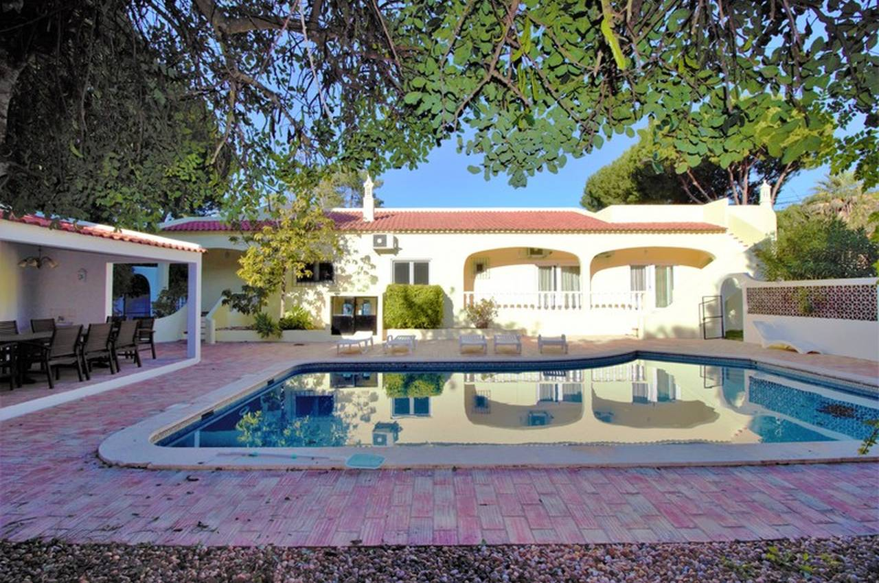 TRADITIONAL 3 BEDROOM VILLA IN QUIET AREA