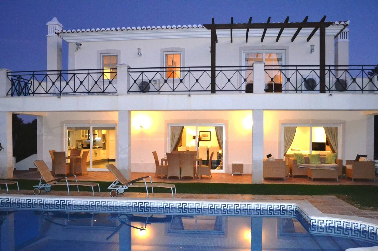 5 BEDROOM VILLA IN QUINTA DO LAGO AREA