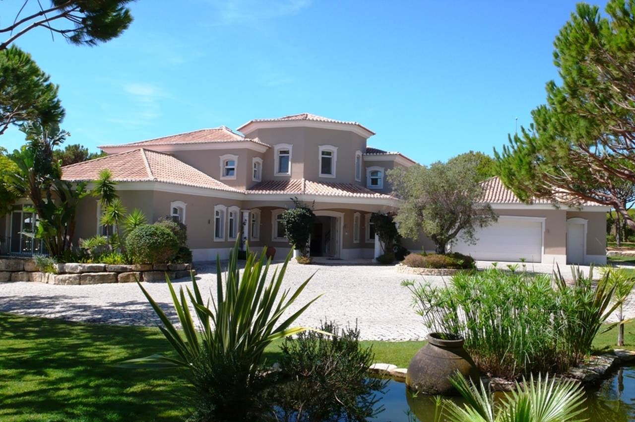 SOPHISTICATED 5 BEDROOM VILLA IN QUINTA DO LAGO