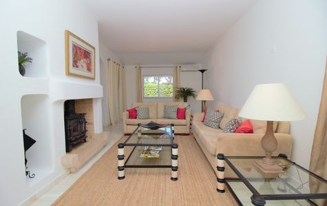 SPACIOUS 3 BEDROOM APARTMENT WITH SWIMMING POOL