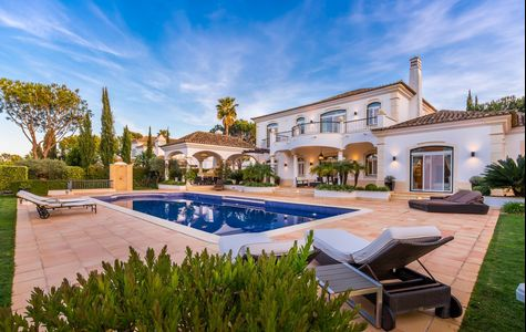 LUXURY 4 BEDROOM VILLA WITH GOLF VIEWS