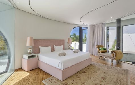 IMPRESSIVE AND UNIQUE 5 BEDROOM VILLA ON THE ROYAL GOLF COURSE