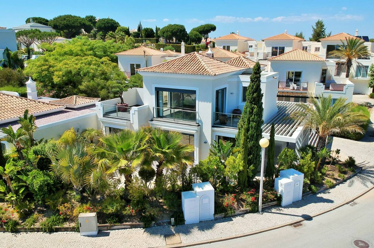 RENOVATED 3 BEDROOM VILLA IN QUINTA DO LAGO