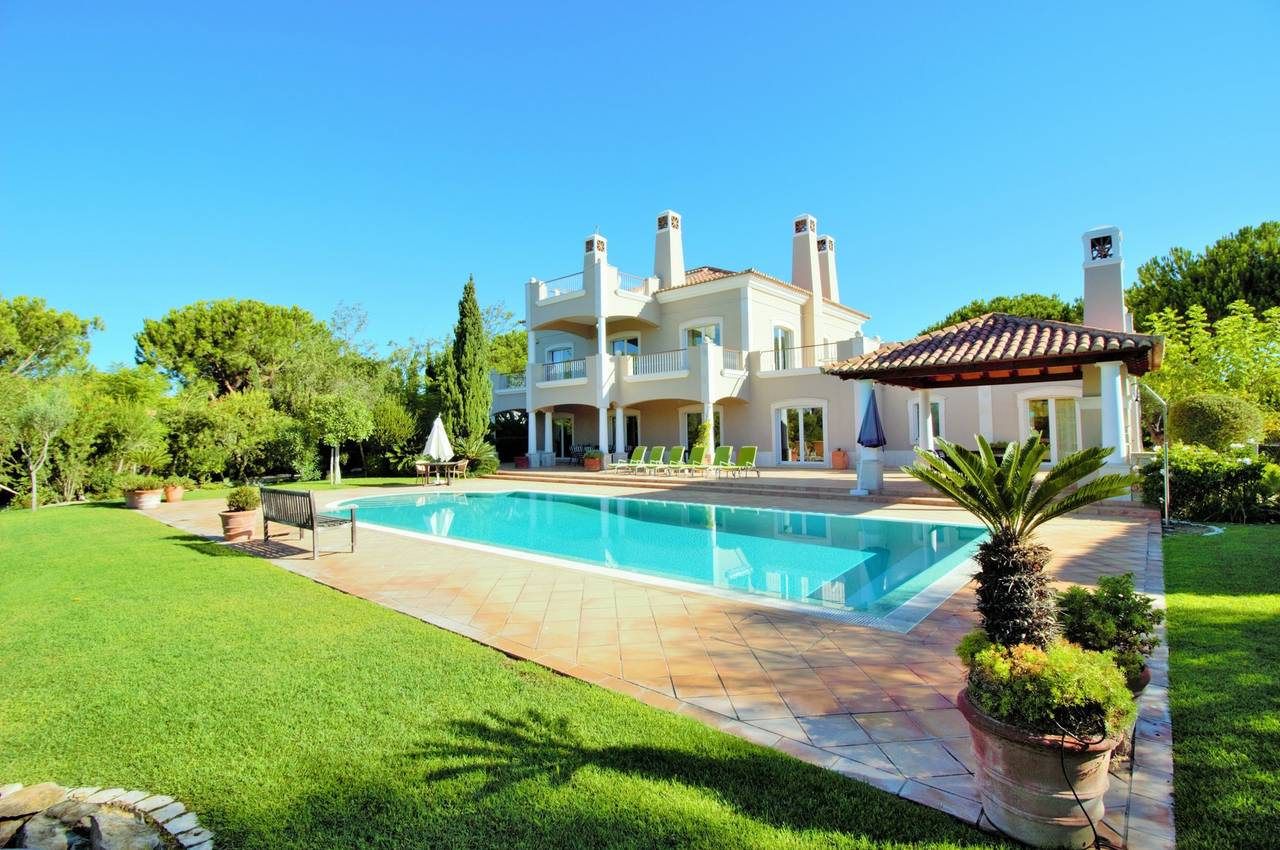 CLASSICAL 5 BEDROOM VILLA IN QUINTA DO LAGO