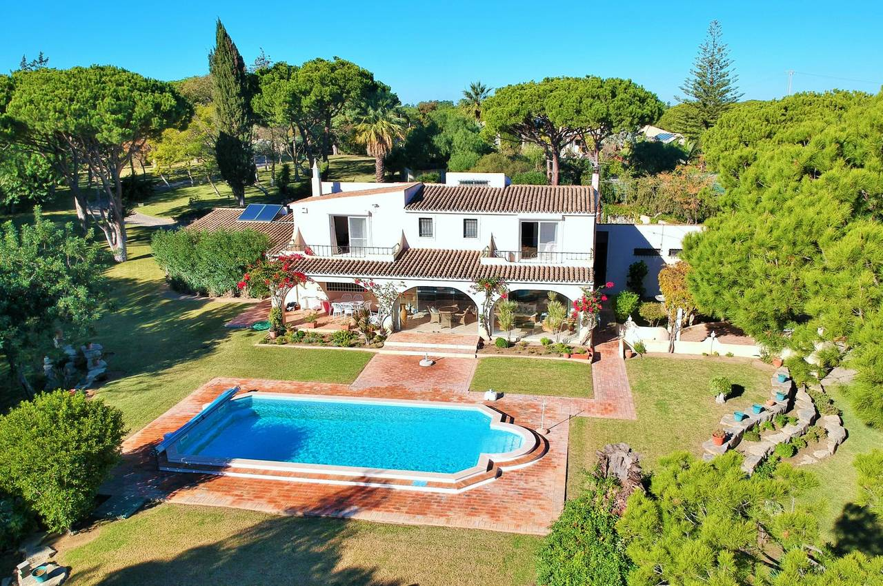 5 BEDROOM VILLA NEAR QUINTA DO LAGO