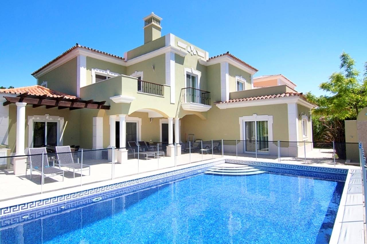 MODERN 4 BEDROOM VILLA NEAR ANCÃO BEACH