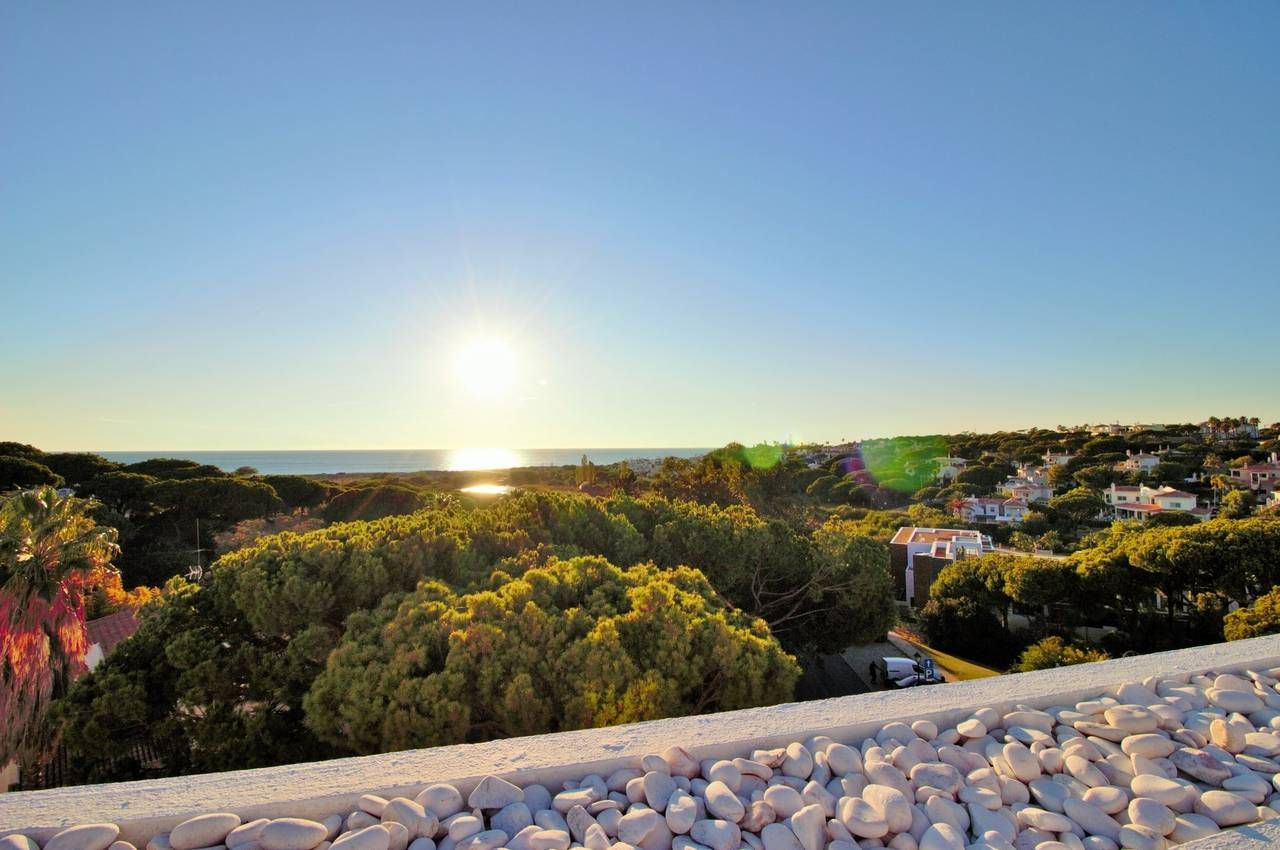 TWO BEDROOM APARTMENT IN OCEANO CLUBE WITH SEA VIEWS
