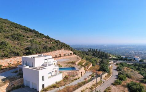 4 BEDROOM VILLA WITH PANORAMIC SEA AND COUNTRYSIDE VIEWS
