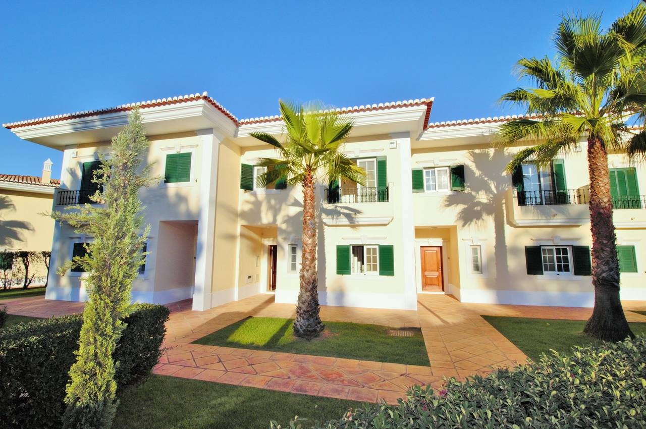 LOVELY 3 BEDROOM LINKED-VILLA WITH GOLF COURSE VIEWS