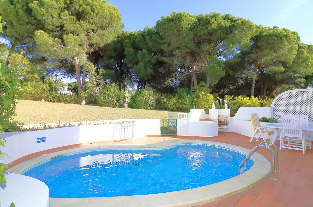 CHARMING 3 BEDROOM LINKED-VILLA WITH HEATED POOL