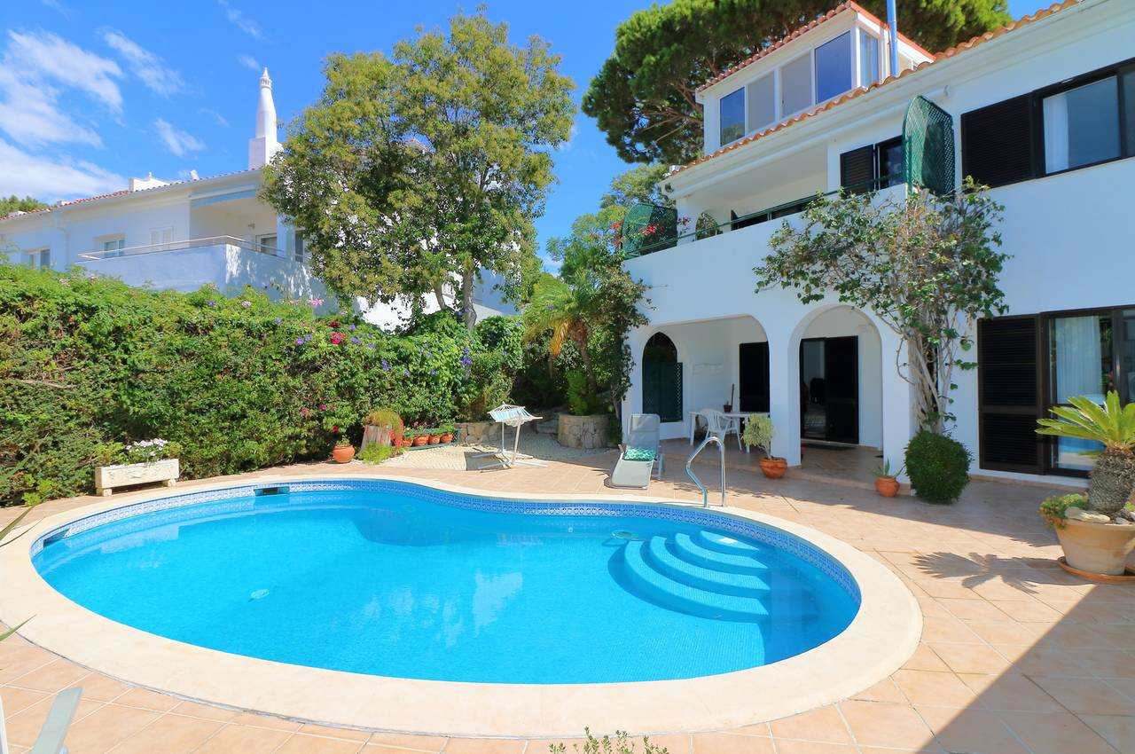 SEMI-DETACHED 4 BED VILLA IN QUINTA DO LAGO