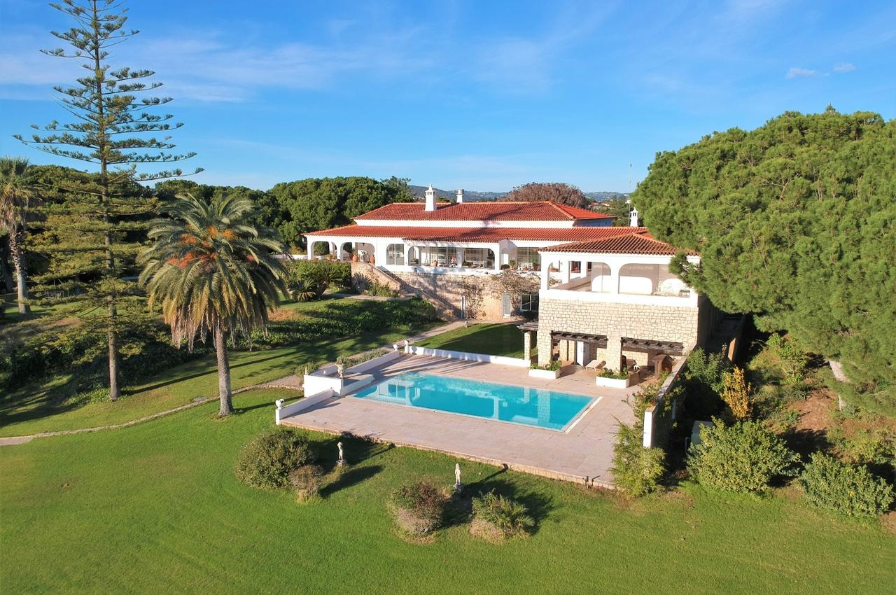 MAGNIFICENT 12,5 HECTARE ESTATE NESTELD DISCREETLY IN THE GOLDEN TRIANGLE