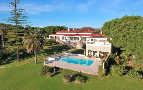 MAGNIFICENT VILLA WITH 12,5 HECTARES IN THE GOLDEN TRIANGLE