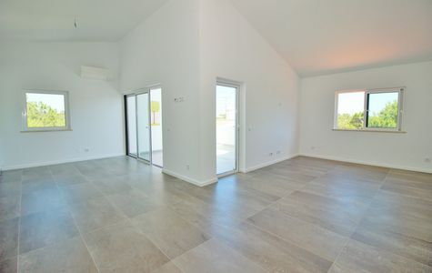 NEWLY REFURBISHED 3 BED APARTMENT IN VALE DO LOBO