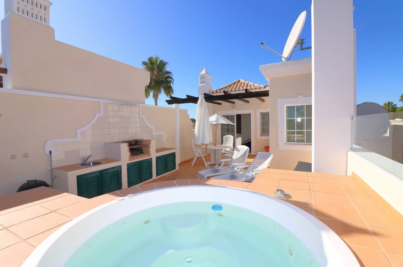 SPACIOUS 2 BEDROOM APARTMENT IN VALE DO LOBO