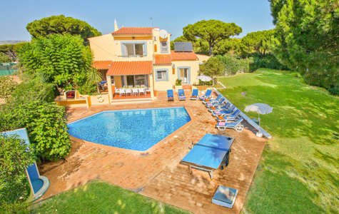 ADORABLE 5 BED VILLA IN VILAMOURA