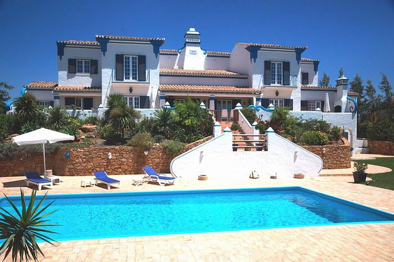 MAGNIFICENT 6 BEDROOM VILLA - THE ART OF SOPHISTICATED LIVING