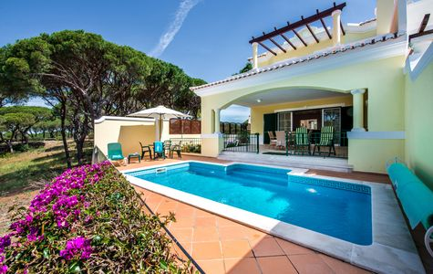 CHARMING 2+1 BED LINKED VILLA WITH GOLF AND SEA VIEWS