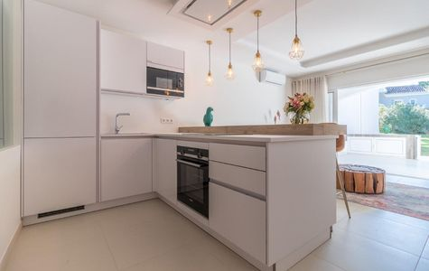 RENOVATED 2 BED GROUND FLOOR APARTMENT