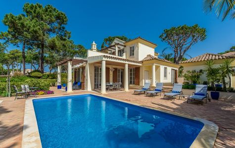 LOVELY 4 BEDROOM VILLA WITH VIEWS OF THE PINHEIROS ALTOS COURSE