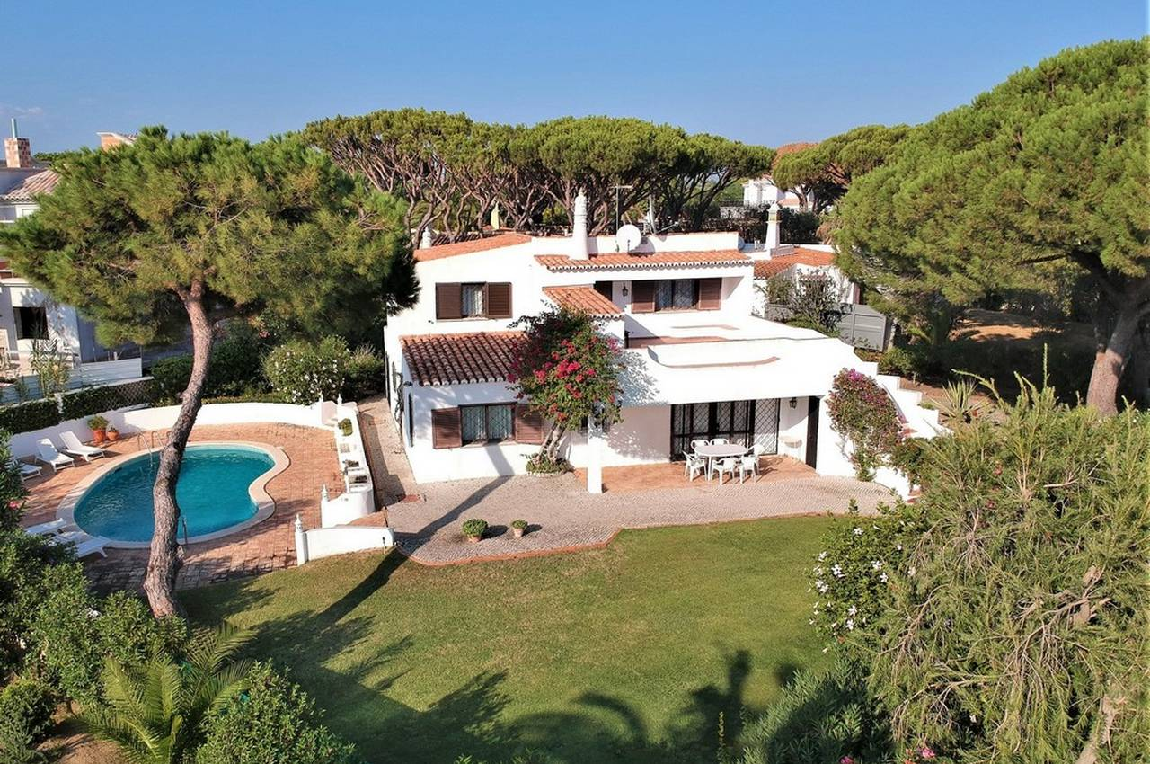 TRADITIONAL 3 BEDROOM VILLA IN VALE DO LOBO