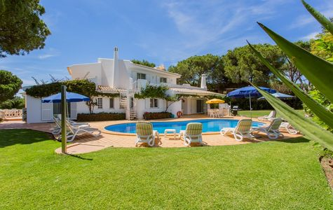 SPACIOUS 4 BEDROOM VILLA IN THE HEART OF QUINTA DO LAGO