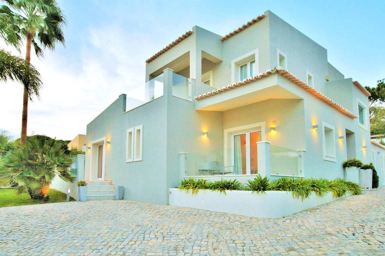 4 BEDROOM VILLA NEAR THE BEACH