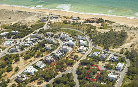 BEACH BUILDING PLOT IN VALE DO LOBO