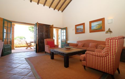 CHARMING AND PRIVATE 4 BED VILLA WITH STUNNING VIEWS